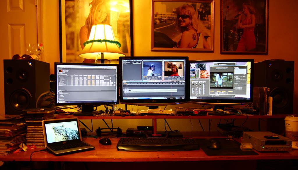 Wallpaper Multi Display Untuk Seorang Video Editor